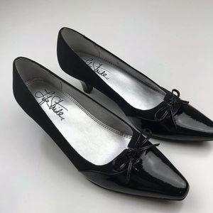Lifestride Jennerette Solid Black Heel Sz 6.5M